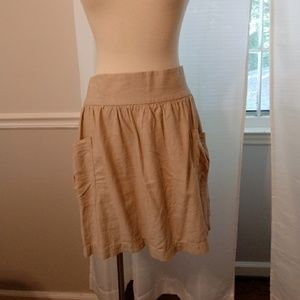 Tan linen mini skirt with pockets. Size Large.